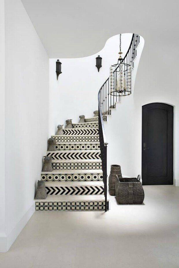 Escalera en blanco y negro suelo hidraulico Dimensi-on