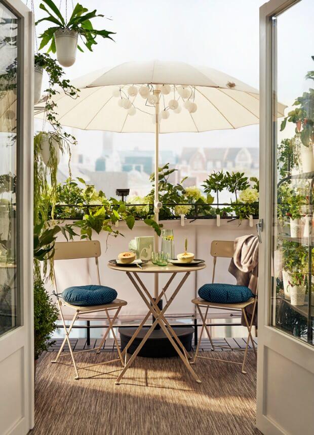 Decoracion de una terraza pequeña con sombrilla Dimensi-on