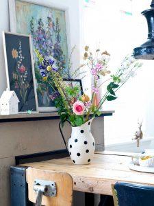 como decorar floreros con flores frescas