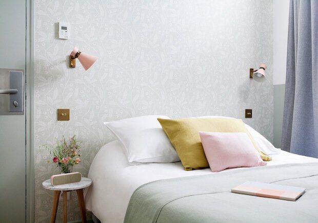 Cabecero de cama empapelado