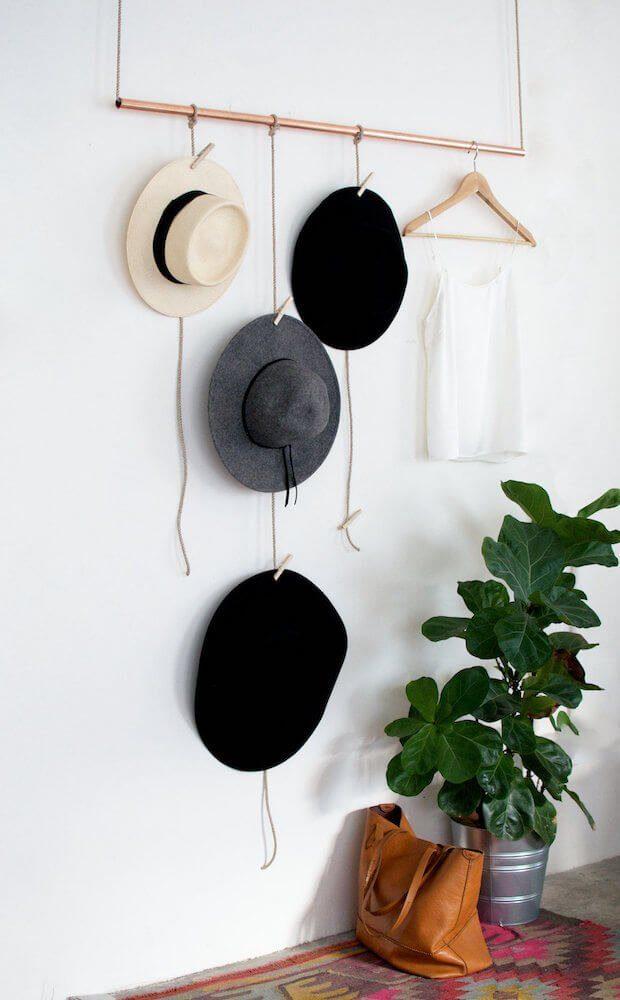 Decorar con colección de sombreros