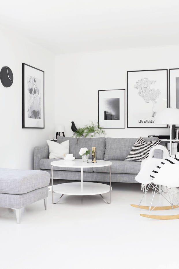 Salón comedor con sofa gris