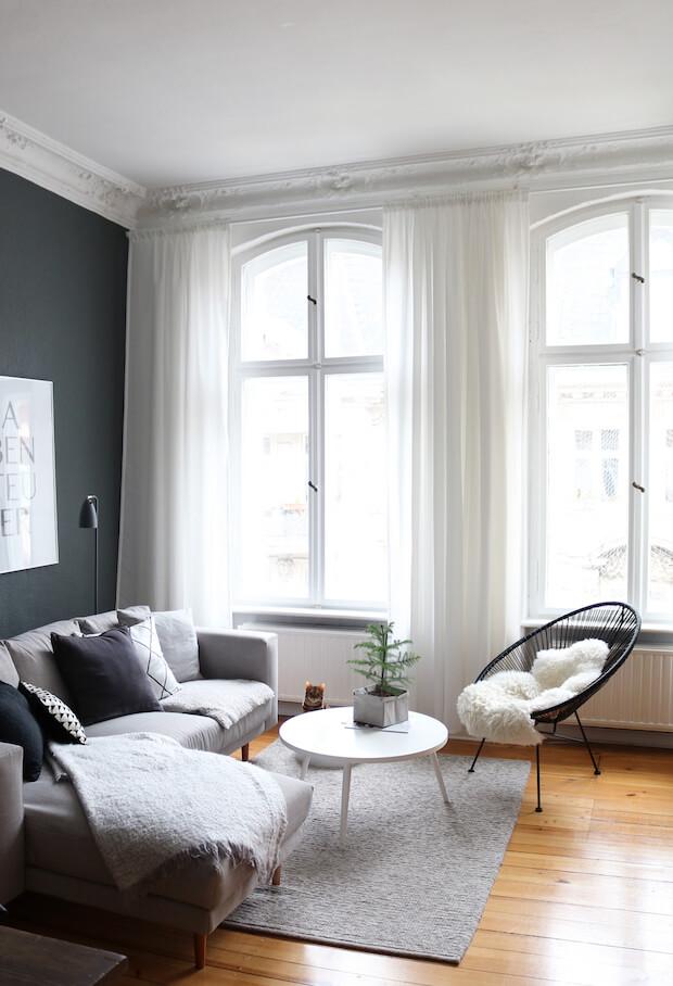 Que colores combinan con un sofá en gris