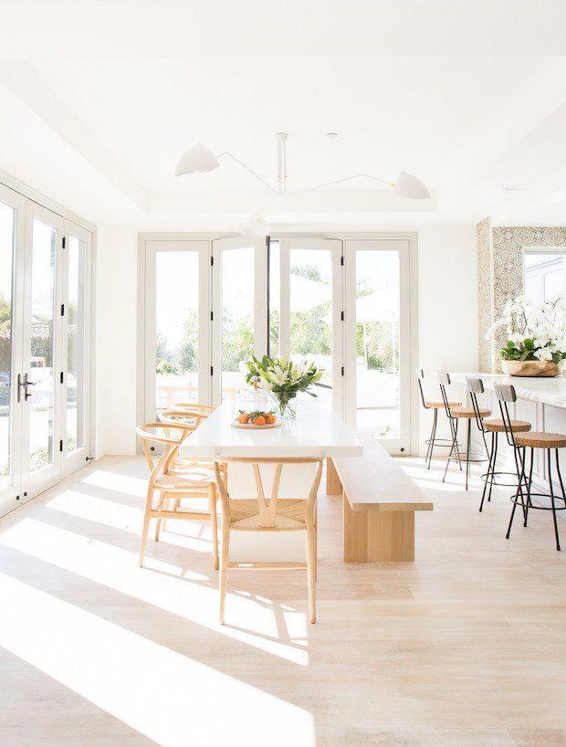 Casa en primavera y muebles claros