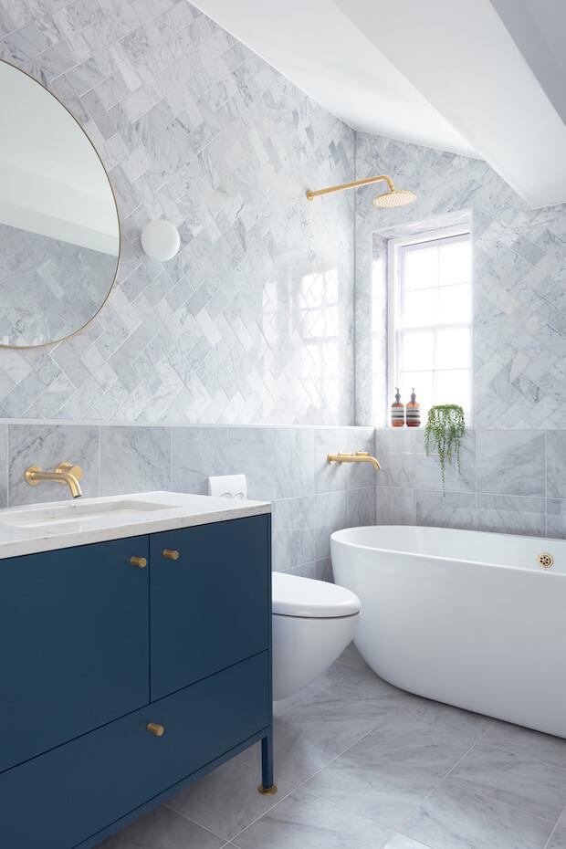 Cambios para decorar el baño: mobiliario colorido