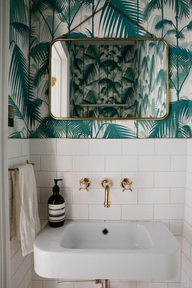 Cambiar el baño: papel pintado
