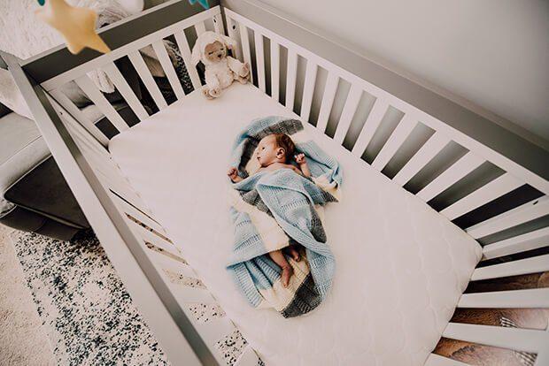 Cómo decorar la habitación del nuevo bebé: elegir la cuna perfecta