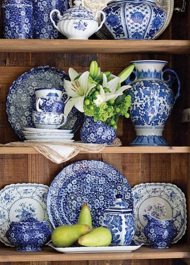Trucos para decorar mesas con el color del año Pantone 2020 Classic Blue