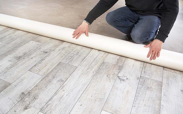 Instalación de suelo adhesivo de linóleo