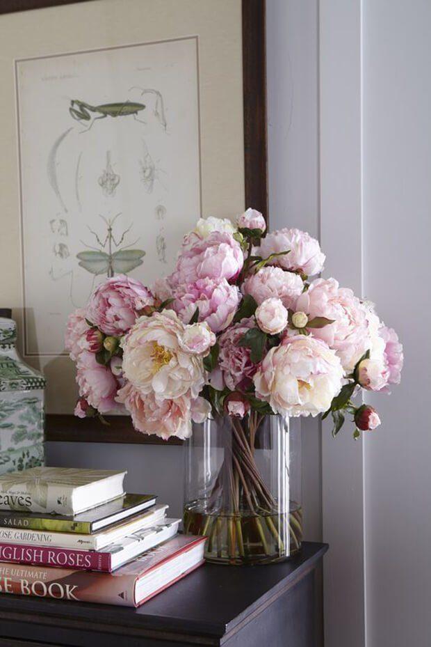 Cómo decorar jarrones con flores artificiales
